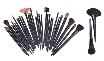 €27 for a Professional 32 Piece Natural Hair Make-Up Brush Set with Leather-Effect Bag, Delivered!