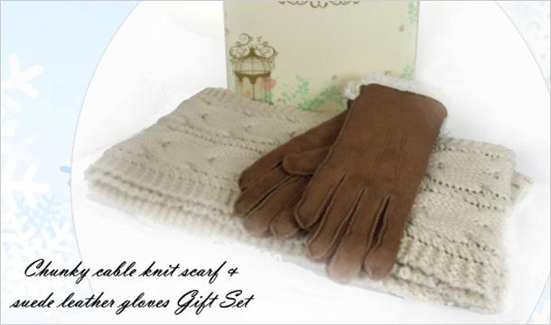 Shopping Village: Scarf & Gloves Set